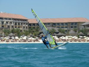 Windsurfing in Dubaï : windsurf acrivities and advices